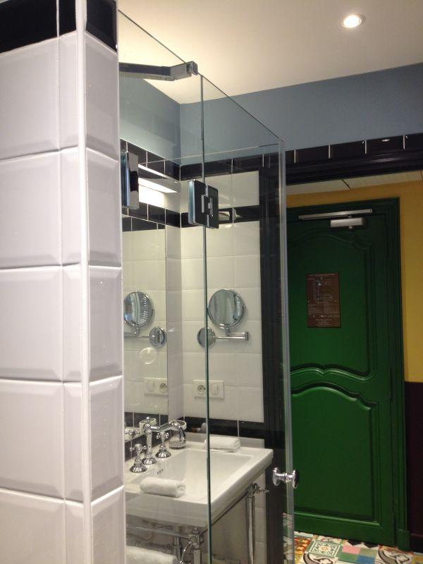 nous r alisons des paroi de douche sur mesure adapt es vos contraintes et vos d sirs tout. Black Bedroom Furniture Sets. Home Design Ideas