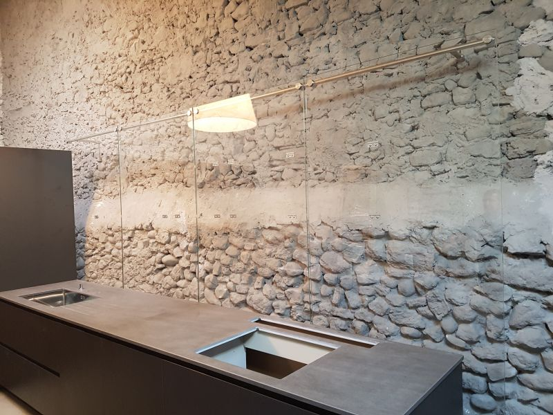 retrouvez nos cr dences en verre sur mesure saint etienne 42 loire. Black Bedroom Furniture Sets. Home Design Ideas